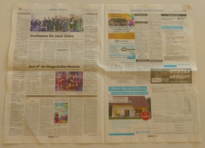 Entnehmen Sie zwei Lagen einer Zeitung und entfalten Sie diese vollständig und aufeinander liegend auf einer glatten Unterlage.