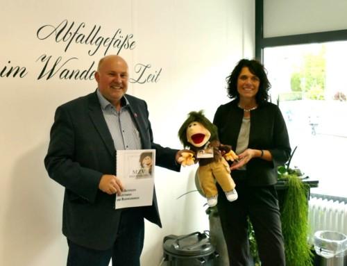 Vom Behältermanagement zu Kita-Aktivkisten: Landtagsabgeordneter Dr. Falk zu Besuch beim MZV